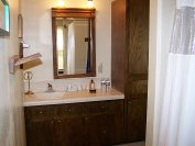 Twelve Oaks Bed and Breakfast in Texas Hill Country! Spacious bathroom for single or rent a family vacation loft for up to six adults
